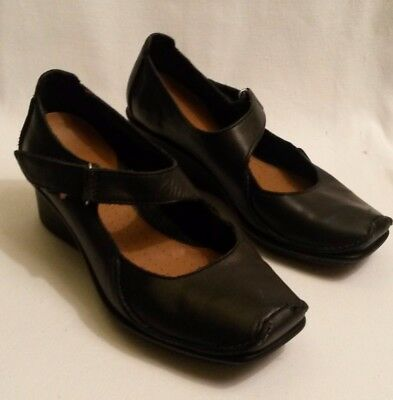 8239f330 CLARKS ACTIVE AIR Finnis Blaze ladies size 3 black leather mid heel shoes.