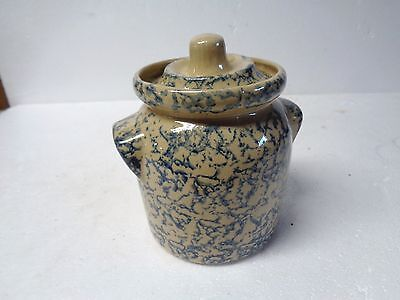 Vintage R.R.P. Co  Roseville O. #700N, small crock w/cover