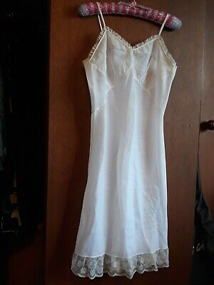 MINT - Tailored Vintage full slip detailed lace & embroidery - SZ S 8 10