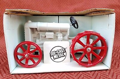 Ford Antique Fordson Tractor Ertl Toy 1/16  Diecast Metal