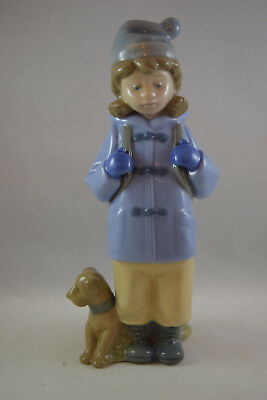 Lladro NAO Figurine 'Travelling Girl' by Antonio Ramos #1038 Issued 1992 Retired