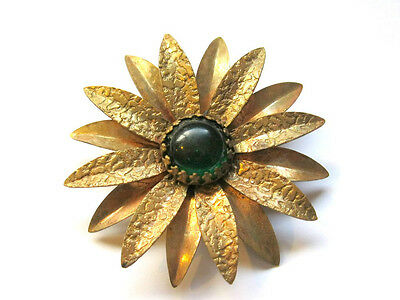1900's ARTS AND CRAFTS ERA TEXTURED BRASS GREEN CABOCHON FLOWER FLORAL PIN DAISY