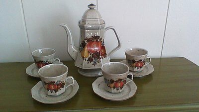 """Marktleuthen """"Winterling"""" Teapot, Cups and Saucers"""
