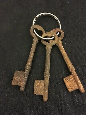 Lot of 3 Antique Rustic And Rusted Solid Barrel  Skeleton  Keys
