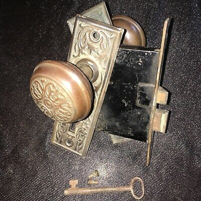 ANTIQUE Chicago Metal  ART DECO/NOUVEAU Lock, Backplates & Door Knobs