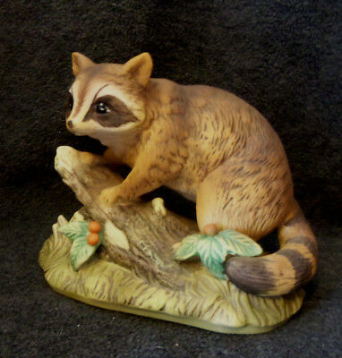 Fabulous Vintage Masterpiece Figurine Racoon On A Tree Stump