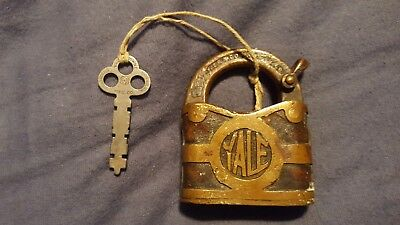 Antique Brass Vintage YALE & TOWNE Lever Action Padlock w/ Key VERY old