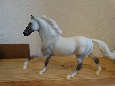 Breyer Modellpferd Flash Schimmel