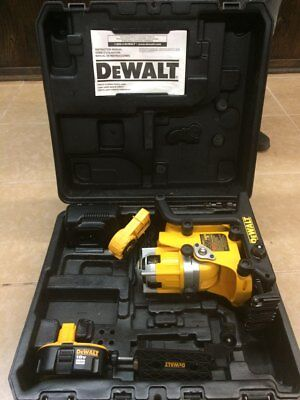 *DeWalt DW073 Kit Leveling Rotary Laser Level 18V Cordless With DW0737 Tripod