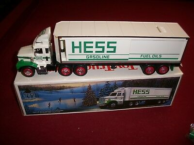 1987 HESS TOY TRUCK with SMOOTH TANKS. N.I.B.