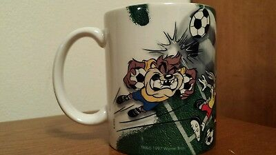 Looney Tunes Warner Brothers Soccer Mug Taz Bugs Bunny 1997 Great Condition!!