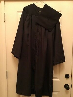 "Graduation - Oak Hall Black Cap and Gown Undergrad Size 5'6""-5'8""-preowned"