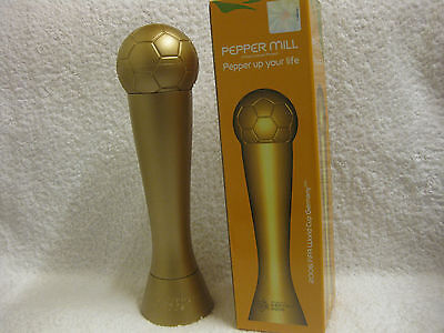 2006 FIFA WORLD CUP GERMANY - PFEFFERMÜHLE - Lizenzprodukt Form wie Pokal NEU