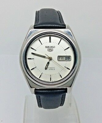 VINTAGE SEIKO 5 Automatic Day/Date GENTS WATCH, Japan made, used. (w-135)