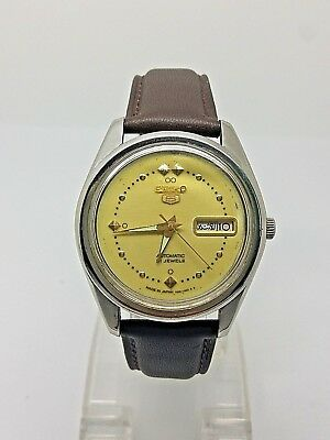 VINTAGE SEIKO 5 Automatic Day/Date GENTS WATCH, Japan made, used. (w-137)