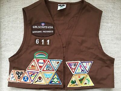 Girl Scouts Brownie Vest Mohawk Pathways 611 Medium (10-12) 29 Patches