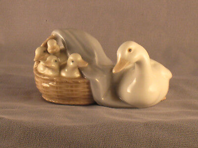 Lladro Mama Duck & Ducklings # 4895 Art Porcelain Spain Figurine Retired Vgc
