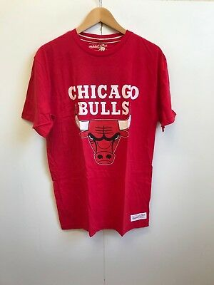 Mitchell and Ness Men's NBA Chicago Bulls Team Logo Tailored T-Shirt - Red - New