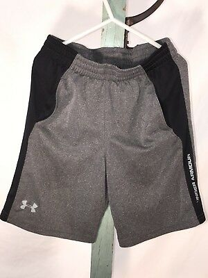UNDER ARMOUR-BOYS-SHORTS SIZE 7 pockets black gray