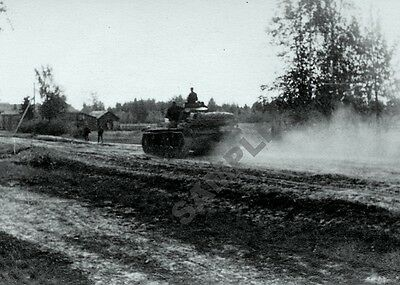 German Pzkw.III Panzer Tank Rushing Down Road Towards Front 5 x 7 WW 2 Photo 7p