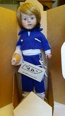 1982 KNOXVILLE WORLD's FAIR LIMITED EDITION - THE TENNESSEE DOLL - McCARRON