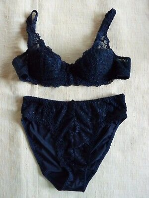 YvesSaintLaurent, Bra in Size 36A and Thong in Size 12