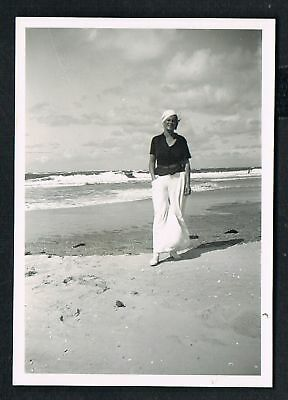 FOTO vintage PHOTO, Frau am Strand, woman on the beach, femme plage, /136c