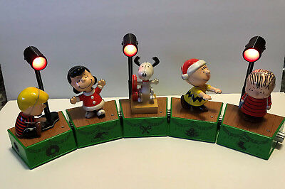 2017 Hallmark Peanuts Dance Party Music And Motion Set With Spotlight Set