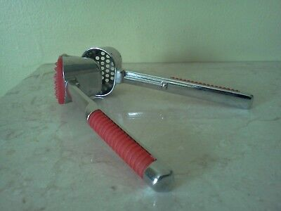 Garlic Press/Self Cleaning/ Italy/ Kitchen Gadget/Utensil