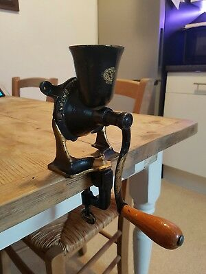Extremley Rare Vintage Cast Iron Spice Grinder  Spong and Co No 0