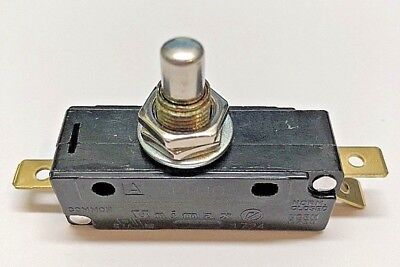 SKHJ-0 Unimax SPDT 15 amp 250 VAC momentary push-button snap action switch