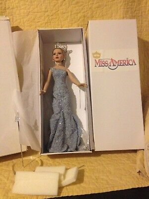 "Tonner REIGNING BEAUTY Miss America 18"" Blonde Style #AM1304 NEW w/ Box Shipper"