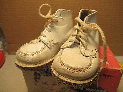 Wee Walker Infant Shoes With Original Box Size 2 White High Crib Shoe