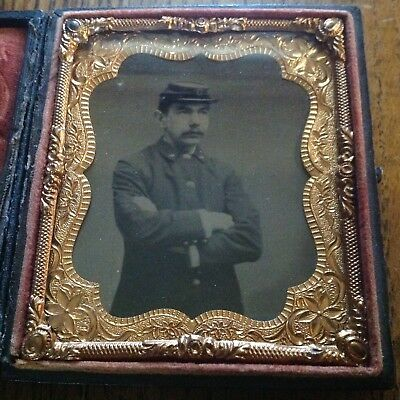 Antique Union Case With Picture Of Solider