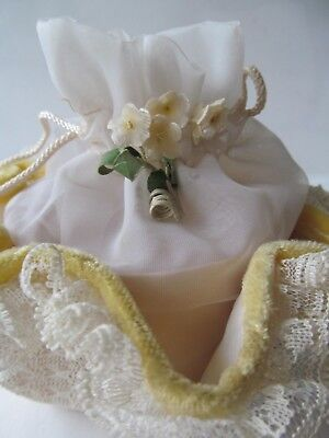 1950s Girl's Yellow & White Organza, Lace, Velour & Sinamay Drawstring Purse