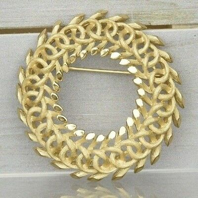 "Stunning Vintage Estate Signed Trifari Gold Tone Wreath Brooch  2 1/8"" Diameter"