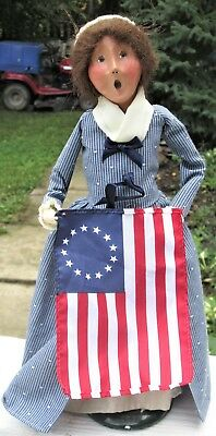 2002 Byers Choice Colonial Woman Caroler with Flag VERY NICE Free shipping!