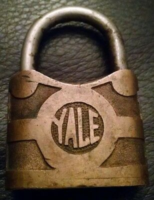 YALE & TOWNE MFG CO. Rustic Padlock LOCK Vintage Antique Display (NO KEY)