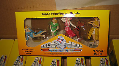 10x PACKETS OF SET OF 4 VINTAGE VIXENS + DOG FIGURINES DIORAMA DISPLAY 1/24 #859