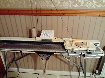 knitMaster zippy de-luxe 210 knitting machine