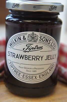 **WILKIN & SONS LTD** Tiptree Strawberry Extra Jelly 340g Jar