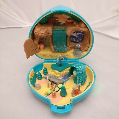 Polly Pocket Pocahontas Playcase Complete Vintage Disney 1995 Figures Playset