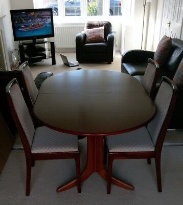 Whitfield and Lyndsey Mahogany Dining Room Table and Chairs