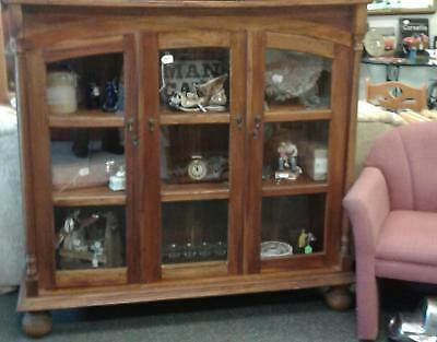 Beautiful Bookcase w/glass doors & skeleton key locks South of Chicago