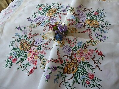 Vintage Hand Embroidered Linen Tablecloth= Beautiful Embroidery