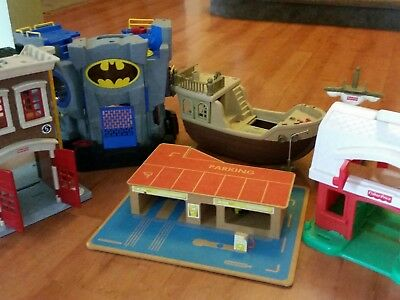 Bulk lot : Toy car garage, fire station, barn and batman cave and pirate ships.
