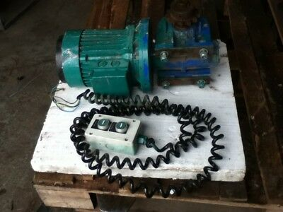 Motor & Reduction Gearbox.