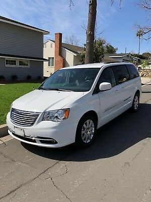 2016 Chrysler Town & Country Touring 2016 Chrysler Town & Country Touring in great condition & Low miles