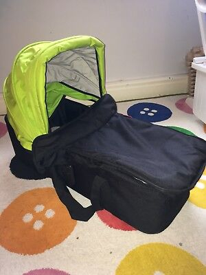 Phil & Teds Navigator Snug CarryCot And Parent Facing Seat excellent condition