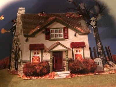Depart. 56 Retired Snow Village Halloween Hauntsburg House Flickering Lights